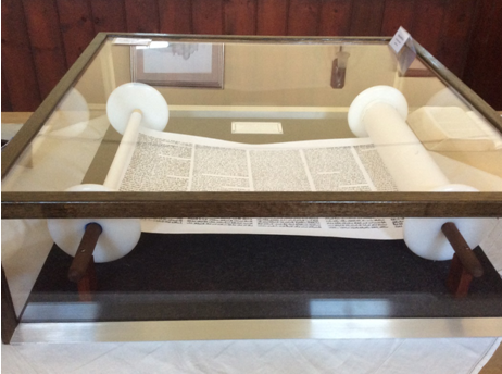 Torah replica