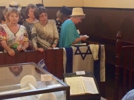 Women from the Melbourne Ark Centre praying in the Synagogue