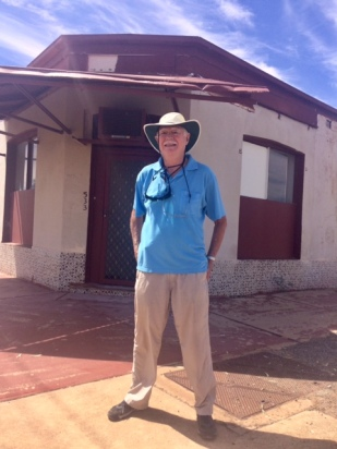 Leon Mann in front of his old home in Broken Hill